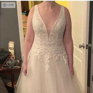 Bella's bridal wedding dress